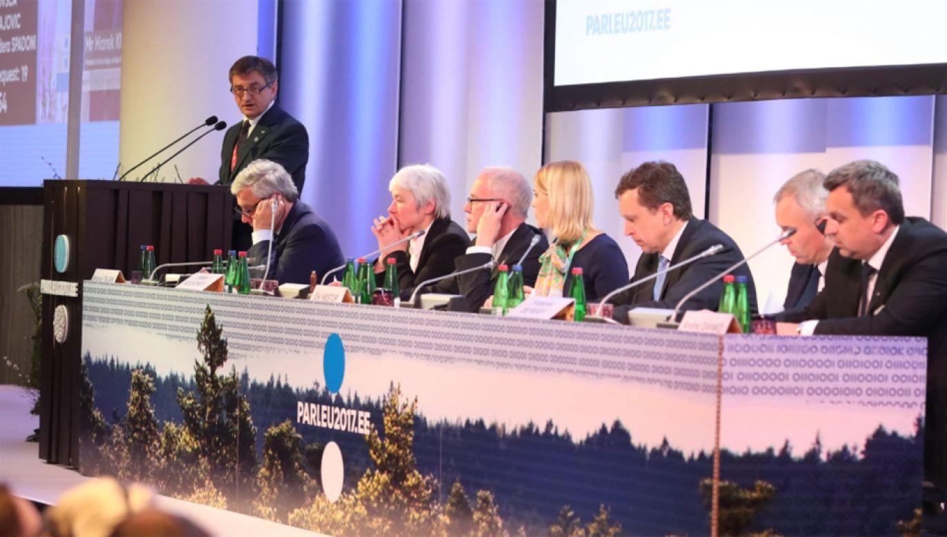 Marszałkowie Sejmu i Senatu biorą udział w  konferencji przewodniczących parlamentów państw UE (fot. twitter/parleu2017.ee)