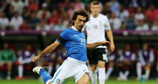 Andrea Pirlo dzielił i rządził w trakcie półfinałowej batalii z Niemcami (fot. Getty Images)