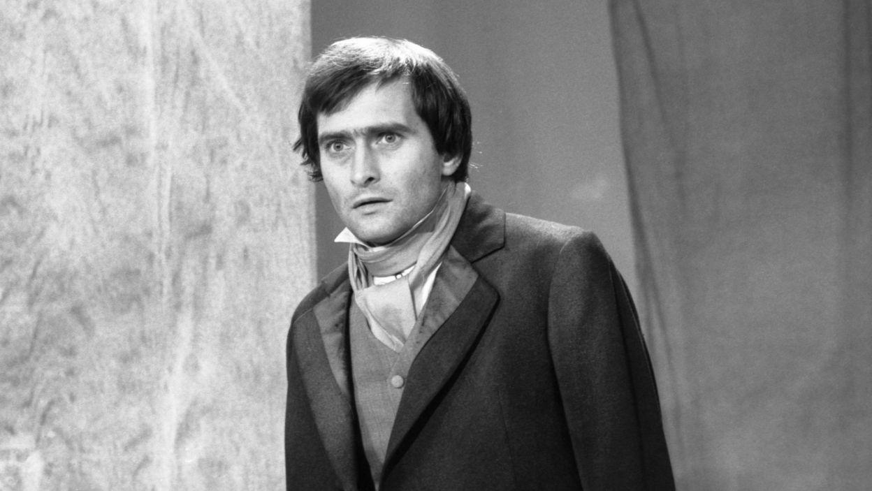 """W spektaklu """"Myszkin"""" (1985), będącym adaptacją """"Idioty"""" Fiodora Dostojewskiego, w reż. Krzysztofa Wojciechowskiego (fot. TVP)"""