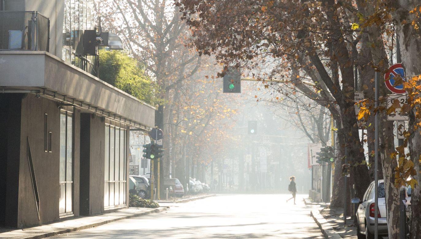 Mediolan zmaga się ze smogiem (fot. Diana Franceschin/Anadolu Agency/Getty Images)