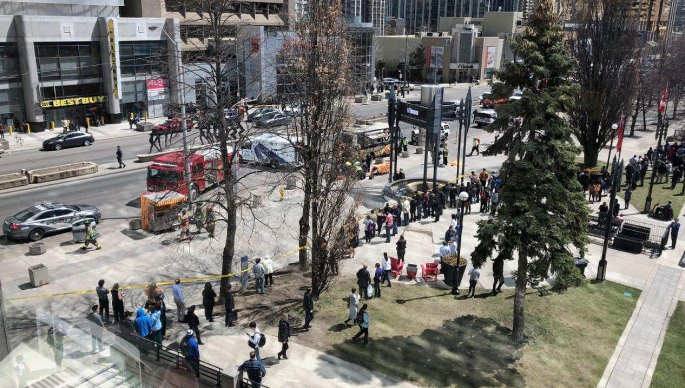 Według wstępnych informacji policji mogło dojść do potrącenia nawet 10 osób (fot. tt/@TorSunCity)