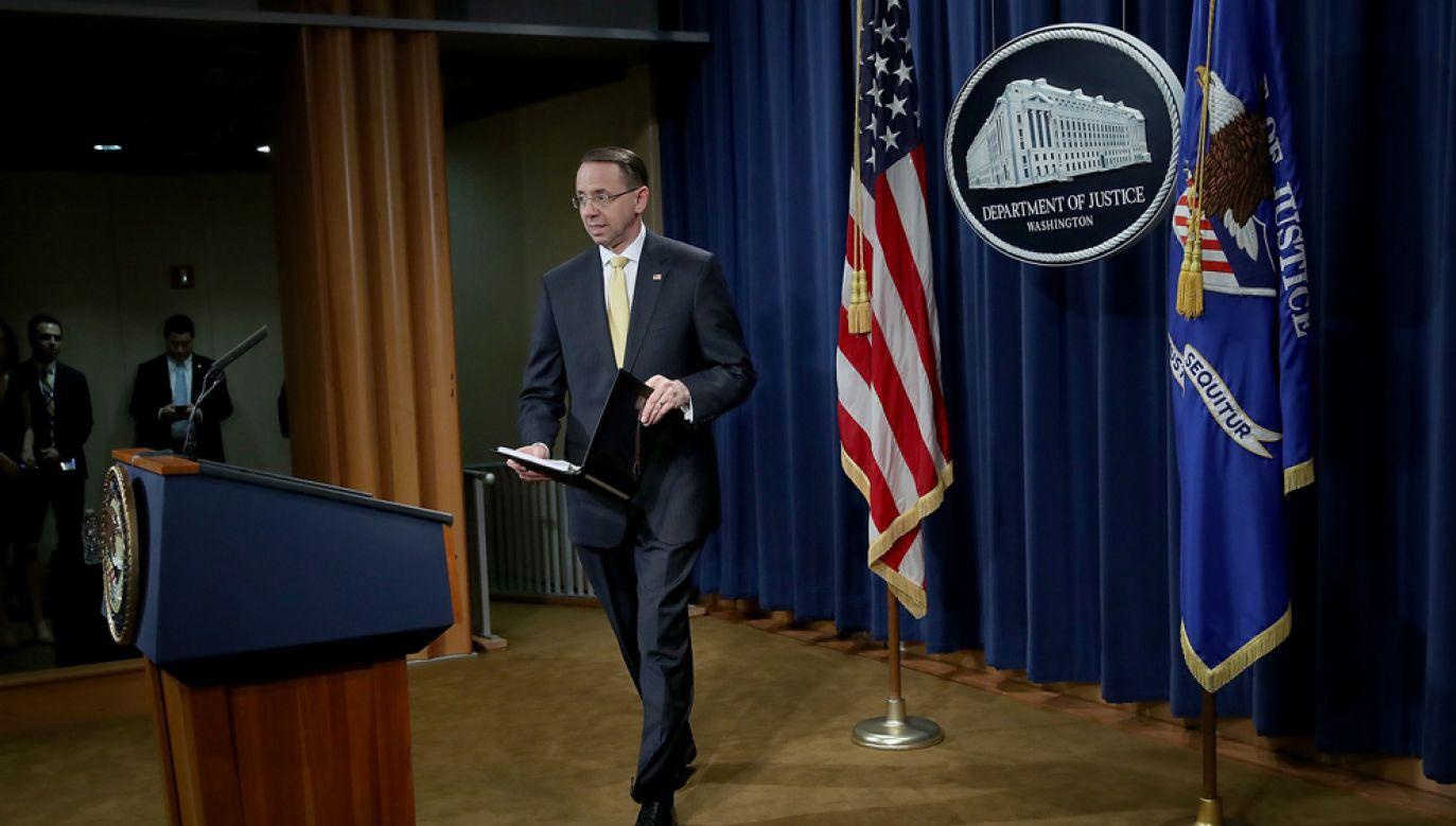 Zastępca prokuratora generalnego USA Rod Rosenstein w trakcie ogłoszenia zarzutów dla obywateli i podmiotów z Rosji (fot. Win McNamee/Getty Images)