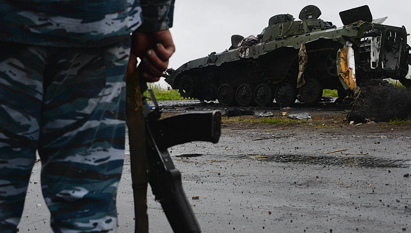 Zniszczony czołg prorosyjskich separatystów (fot. PAP/EPA/STR)