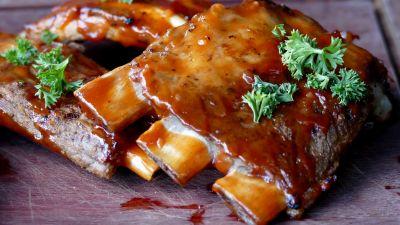 Okrasa łamie przepisy – Trzy mięsa na grilla