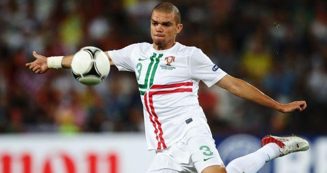 Pepe świetnie broni, a potrafi też zachować się w polu karnym rywala jak snajper (fot. Getty Images)