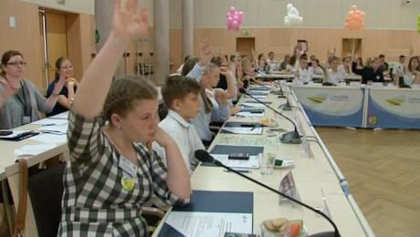 Uczniowie podstawówek zajęli miejsce radnych w Urzędzie Marszałkowskim