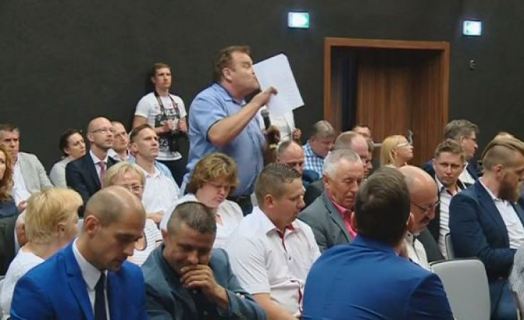Spór o Kartę Samorządności rozpalił posiedzenia radnych