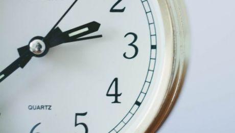 Parlament Europejski przyjął rezolucję, w której wezwał do przeprowadzenia dogłębnej oceny zmiany czasu