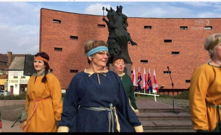 Król Kazimierz od 10 lat spogląda na miasto