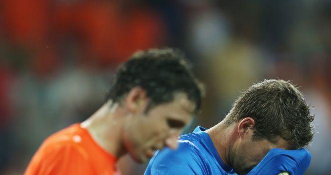 Podłamani holenderscy piłkarze (fot. Getty Images)