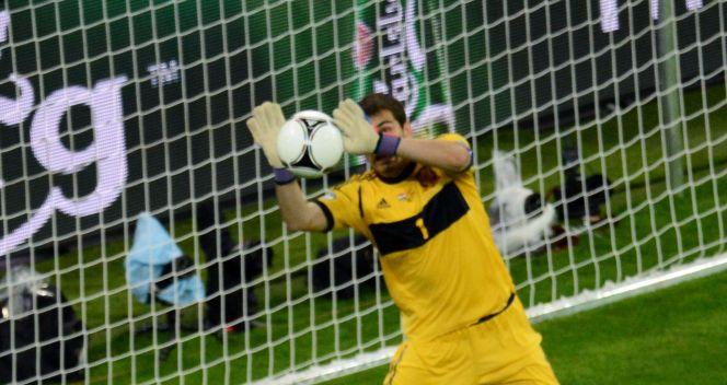 Chorwaci w drugiej połowie mieli niezwykle groźno sytuację. Hiszpanów uratował Iker Casillas (fot. Getty)