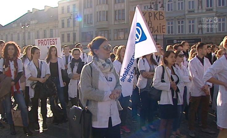 Protest bydgoskich lekarzy rezydentów, przez informację i badania