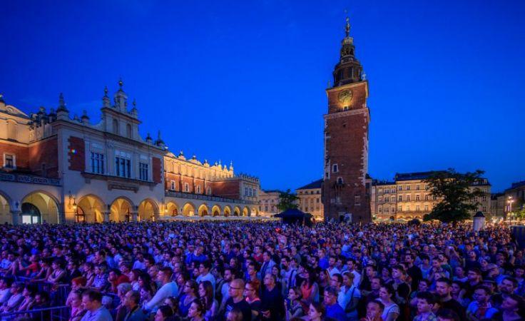 Każdego roku wielotysięczne tłumy krakowian i turystów zbierają się by słuchać koncertów, fot. materiały prasowe