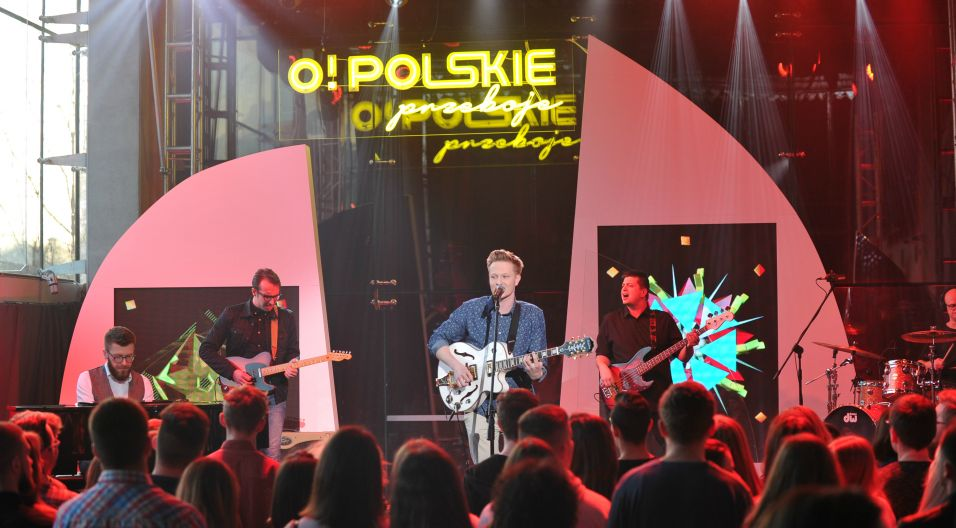 Chłopak z gitarą wyśpiewał prawo występu w opolskim amfiteatrze (fot. Natasza Mludzik/TVP)