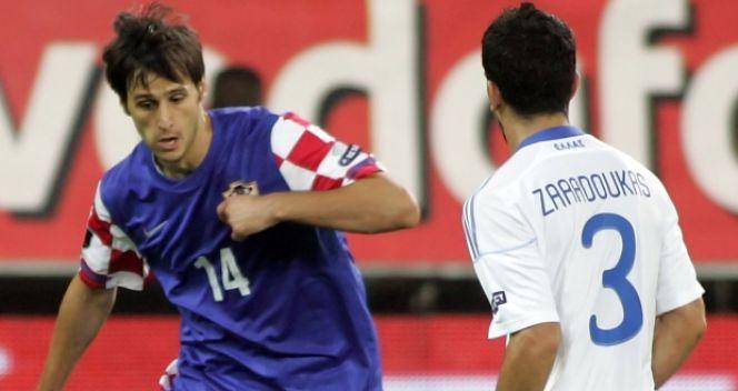 Nikola Kalinić w akcji podczas wyjazdowego meczu z Grecją (fot. Getty Images)