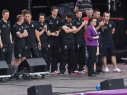 Reprezentanci Polski dziękowali kibicom (fot. PAP/Rafał Guz)