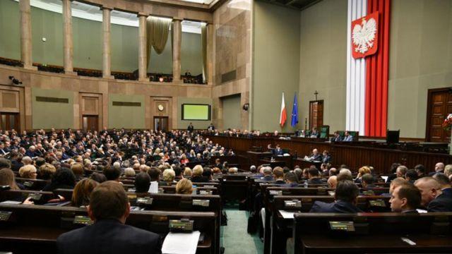 Nowy sondaż: W Sejmie tylko cztery ugrupowania