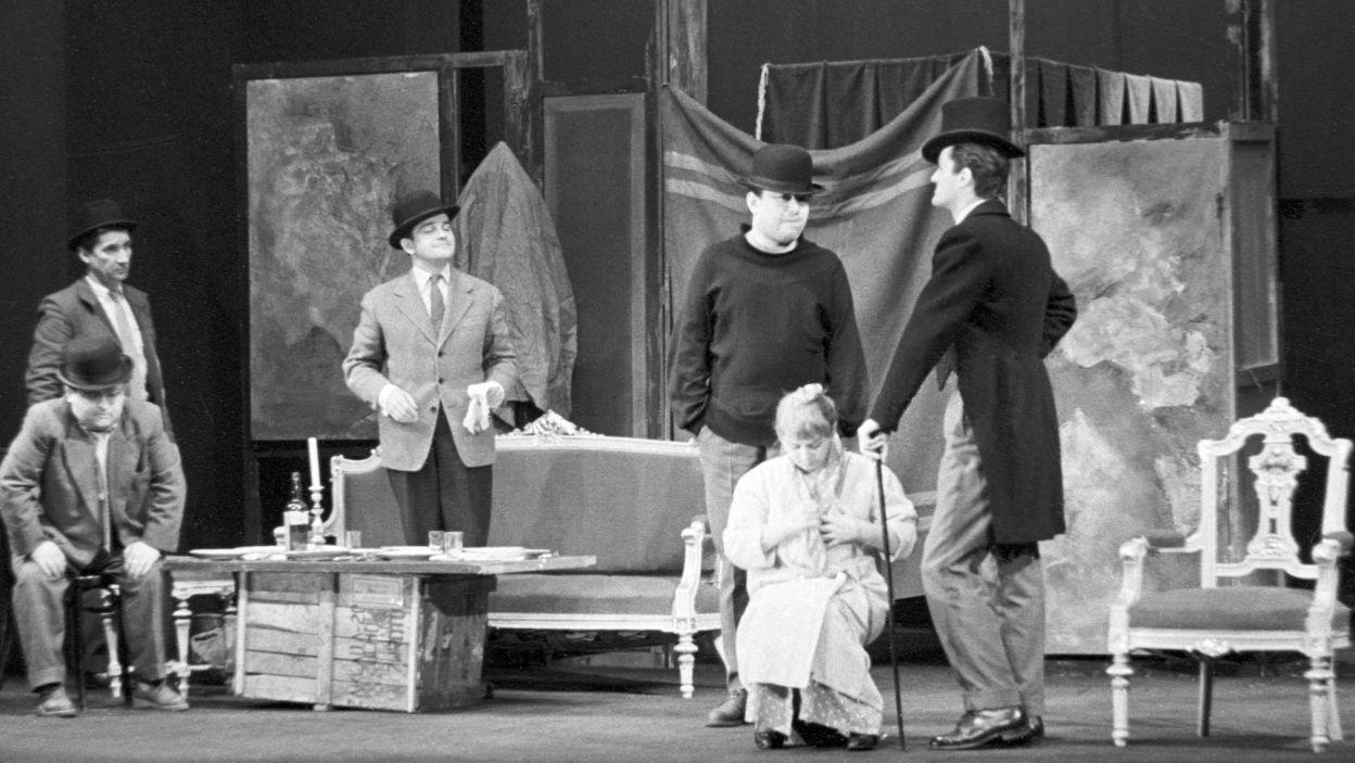 """Jeszcze w tym samym roku, zagrała w spektaklu """"Opera za trzy grosze"""", obok takich gwiazd jak: Kalina Jędrusik czy Tadeusz Pluciński (fot.TVP)"""