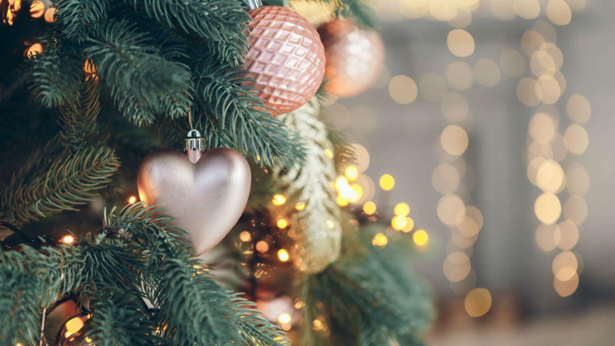 Złoto i czerwień to najpopularniejsze kolory, ale w tym sezonie modne są pastele (Fot. Shutterstock)