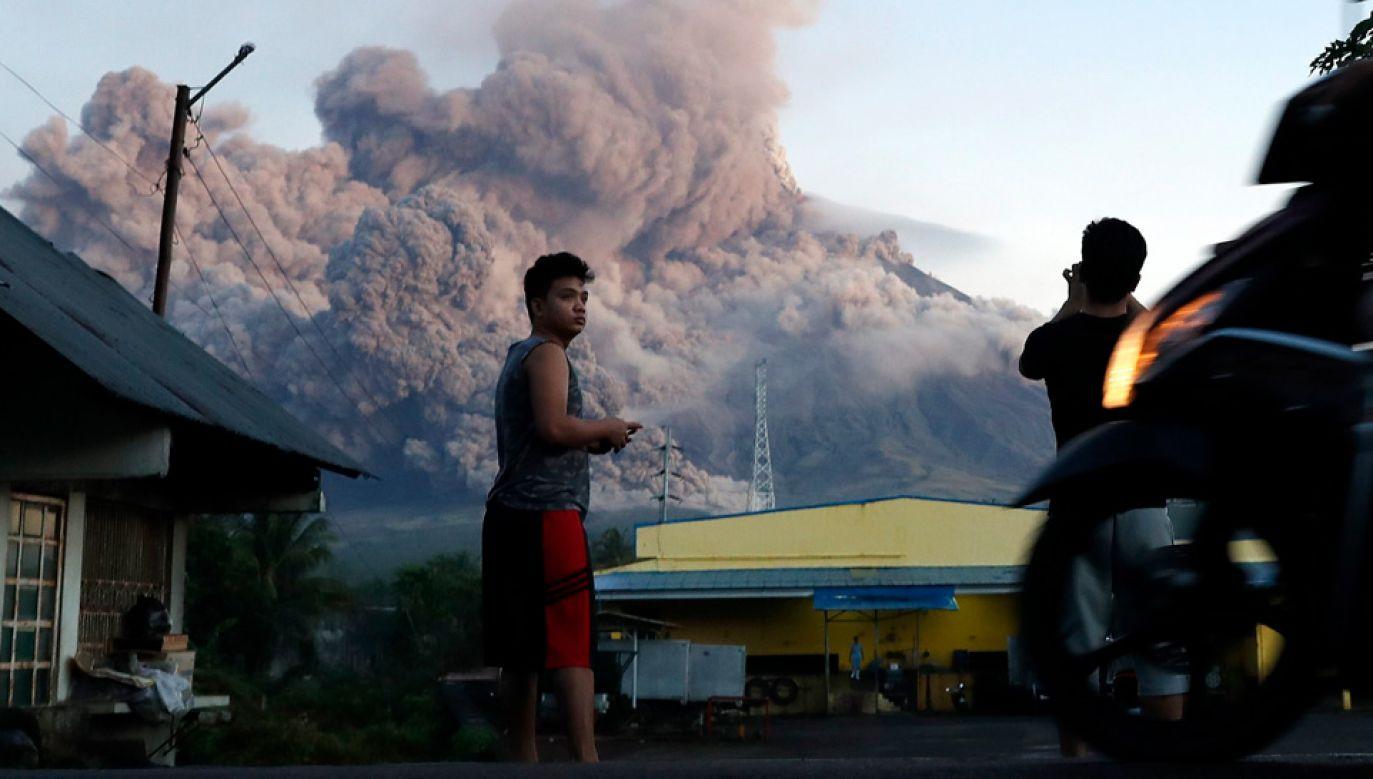 Do erupcji wulkanu Mayon dochodzi średnio raz na 10 lat (fot. PAP/EPA/FRANCIS R. MALASIG)