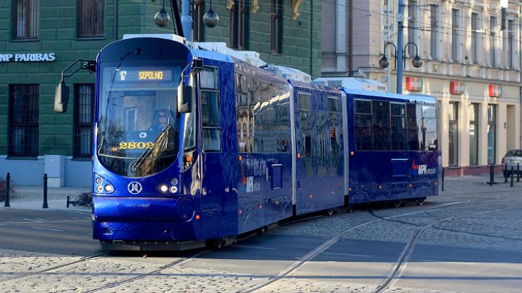 Tramwaj moderus beta MF 19 AC (źródło: Wikimedia Commons)