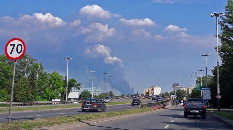 Chmura dymu widoczna z centrum Łodzi