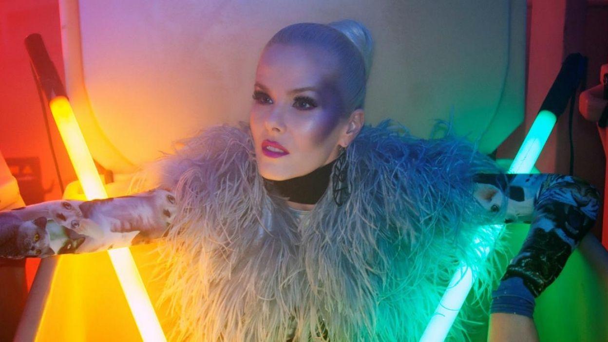 """Svala, Islandia, śpiewa od siódmego roku życia, była jurorką """"The Voice"""", jest gwiazdą świata mody. Wykona utwór """"Paper"""" (fot. Eurovision.tv)"""