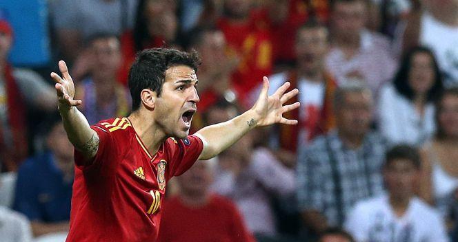 Cesc Fabregas domaga się rzutu karnego (fot. Getty Images)