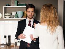 Sylwia, podczas nieobecności Marcina, pomaga w kancelarii Pawłowi, któremu posiadanie własnej asystentki podoba się coraz bardziej (fot. TVP)