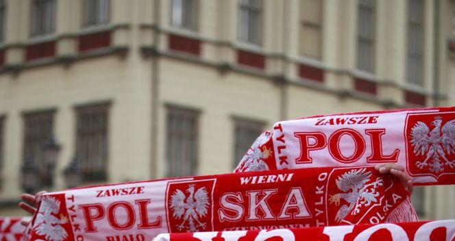 Polscy kibice dopingują nawet w trudnych chwilach (fot. PAP/Paweł Supernak)