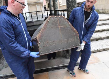 Konserwacja sarkofagu Józefa Piłsudskiego
