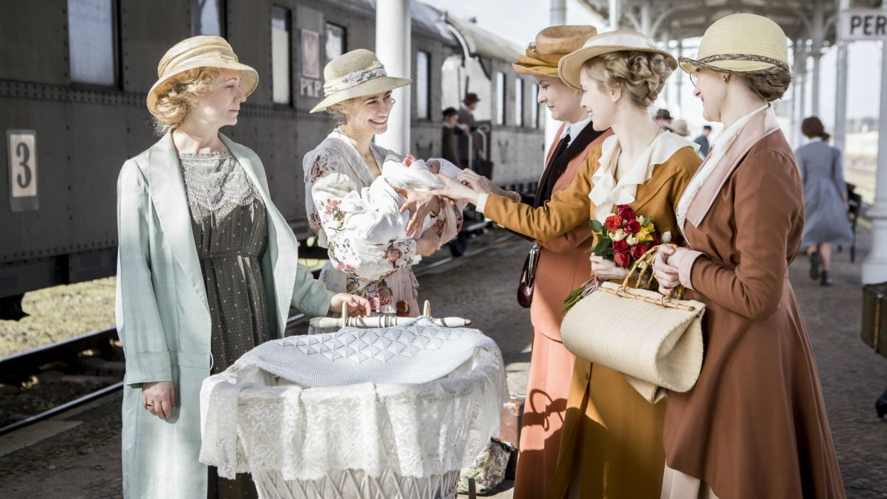 Lala postanawia wrócić do Krakowa, gdzie czeka na nią szczęśliwa rodzina (fot. TVP)
