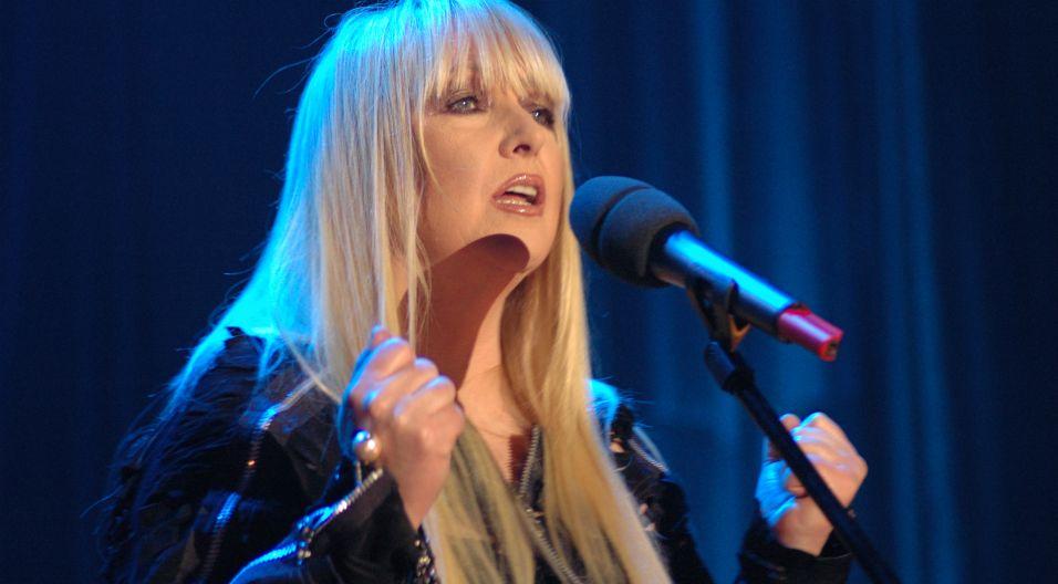 Wokalista angażuje się również w liczne koncerty charytatywne – w 2006 roku zaśpiewała na rzecz ofiar katastrofy budowlanej na terenie Międzynarodowych Targów Katowickich (fot. TVP)
