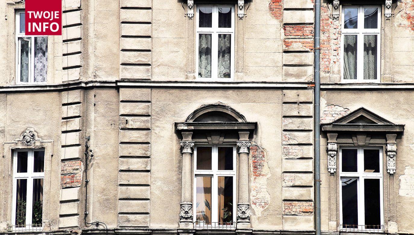 Dziecko wypadło z okna na trzecim piętrze (fot. Pixabay/pasja1000)