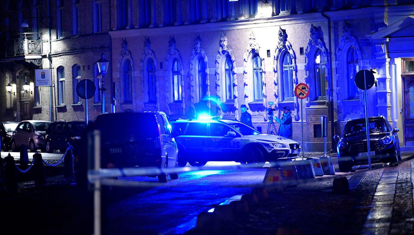 Policja zabezpieczyła zapis z kamer monitorujących obiekt (fot. REUTERS/TT News Agency/Adam Ihse)