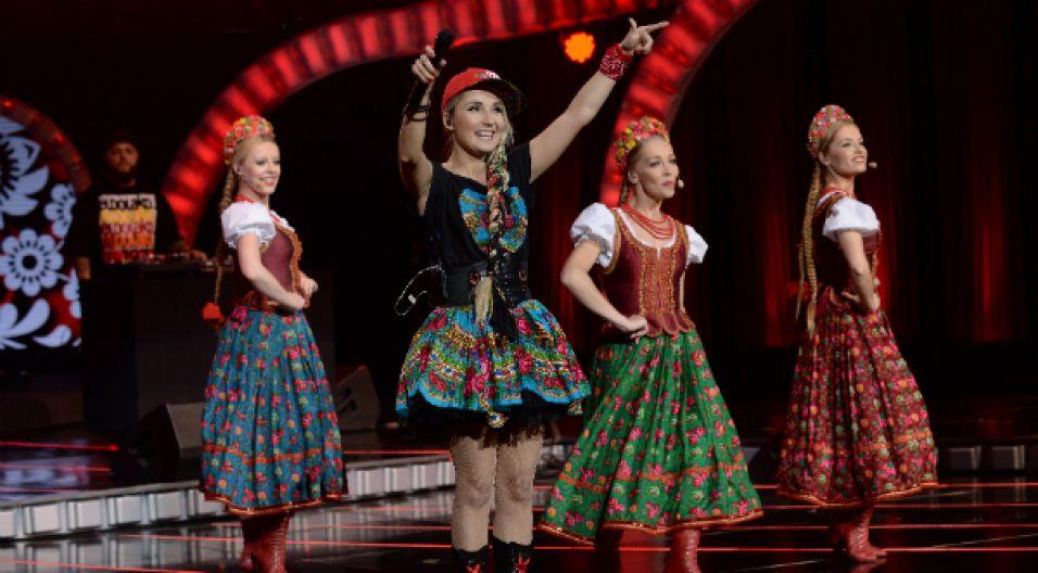 Cleo i dziewczyny z Zespołu Mazowsze odwołały się do słowiańskiego folkloru (fot. I. Sobieszczuk/TVP)