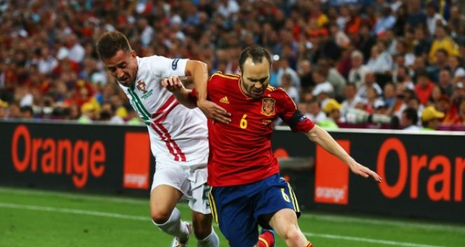 W półfinale z Portugalią Iniesta był jedną z pierwszoplanowych postaci (fot. Getty Images)