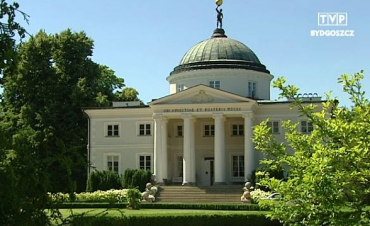Pałac w Lubostroniu wraca do dawnych prywatnych właścicieli