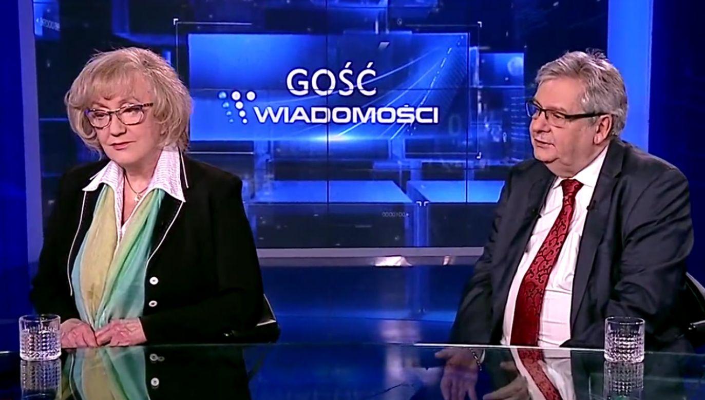 Prof. Genowefa Grabowska i prof. Piotr Kruszyński (fot. TVP Info)