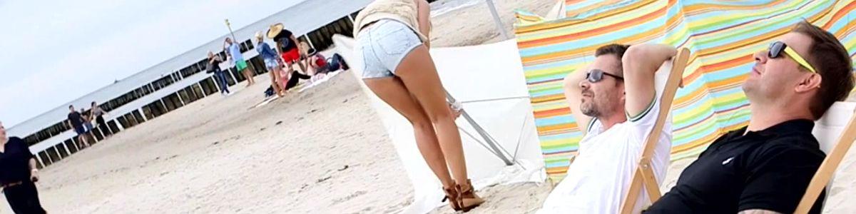 Ponętna plażowiczka