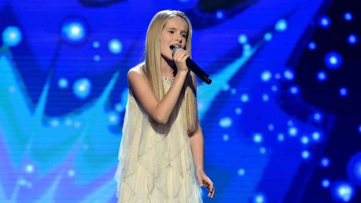 """Dla mamy Oli Kędry piosenka """"Do kołyski"""" zespołu Dżem była jedną z najważniejszych w jej życiu. Ola wiedziała co zaśpiewa na scenie. (fot. I. Sobieszczuk/TVP)"""