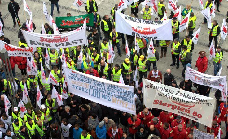 Ruda Śląska - protest górników. fot. PAP/Andrzej Grygiel