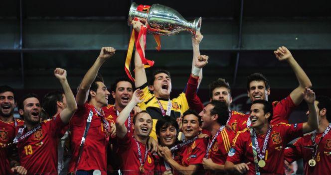Hiszpanie przeszli do historii – jako pierwsi obronili tytuł mistrza Europy! (fot. Getty Images)