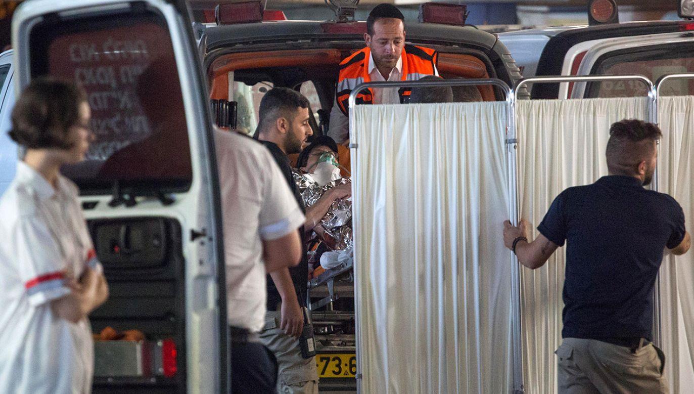 24-letni Palestyńczyk ugodził strażnika w klatkę piersiową (fot. REUTERS/Emil Salman)