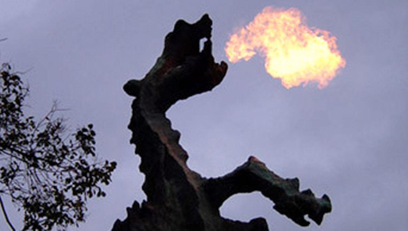 Firma będzie odpowiadała m.in. za to, by figura regularnie zionęła ogniem (fot. wikipedia.org/Eirne)