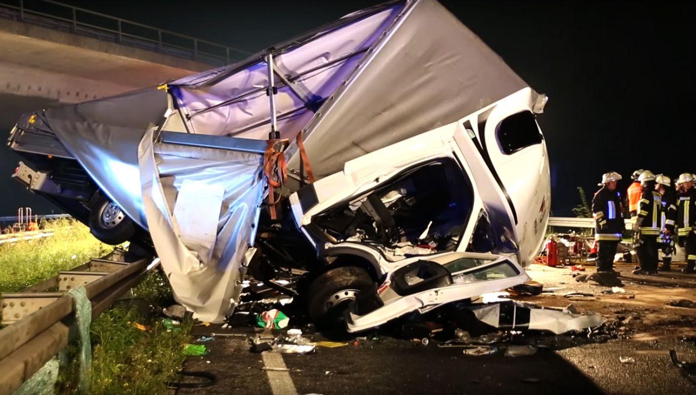 W wypadku zginęły 3 osoby, a 4 kolejne zostały ciężko ranne (fot. YouTube/Wiesbaden112)