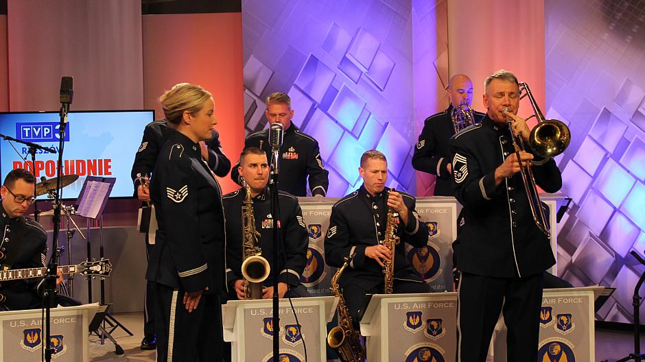 """10. Muzycy z zespołu """"United States Air Forces in Europe"""" w TVP3 Rzeszów"""