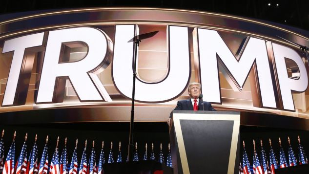 Zmniejszyła się przewaga Clinton nad Trumpem (fot. PAP/EPA/MICHAEL REYNOLDS)