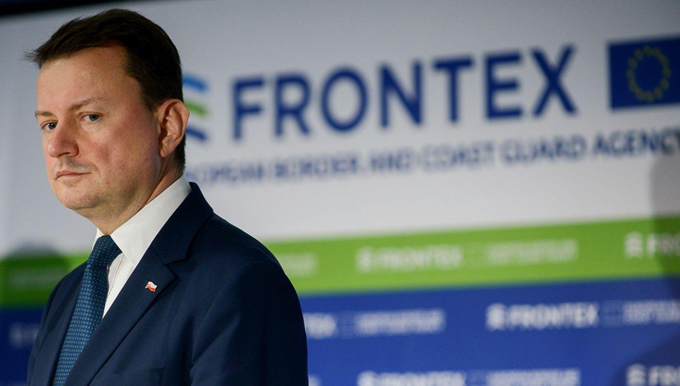 Minister spraw wewnętrznych i administracji Mariusz Błaszczak podczas konferencji prasowej w Warszawie  (fot. PAP/Jakub Kamiński)