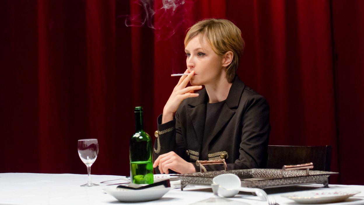 Obok głównych postaci zobaczymy także Natalię Kalitę w roli córki generała... (fot. M. Łukaszek/TVP)